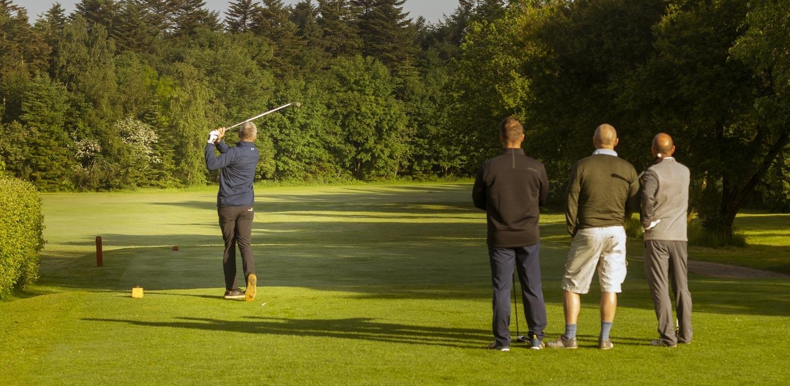 Golf starter på 1. tee